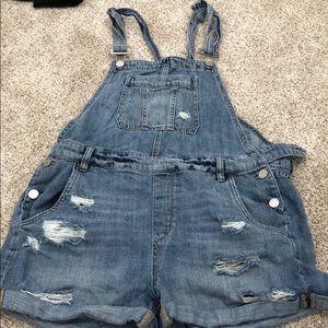 BLANKNYC women's boyfriend fit overall shorts